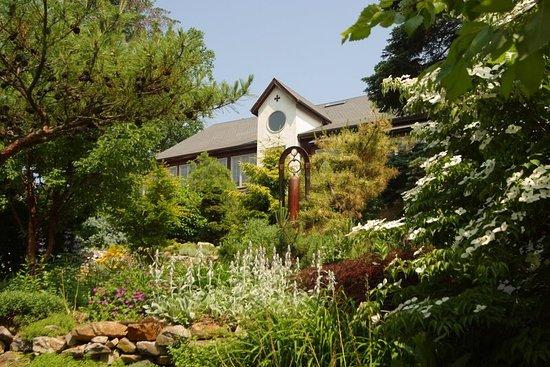 Fogelsville, Пенсильвания: Glasbern Main Barn Garden