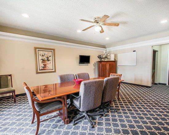 Quality Inn & Suites: Meeting room