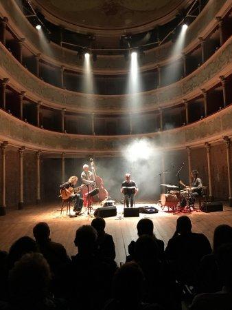 Teatro Sociale di Gualtieri la programmazione artistica , un esperienza alternativa unica