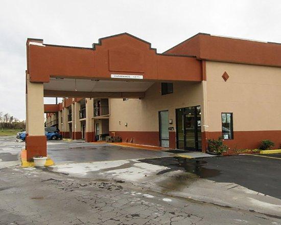 Brownsville, TN: Exterior