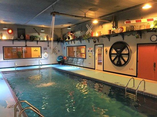 La Plata, MO: Depot Inn Pool