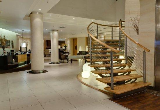 Illovo, África do Sul: Hotel Lobby - Staircase