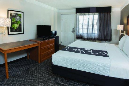 Guest Room - Picture of La Quinta Inn Ventura, Ventura ...