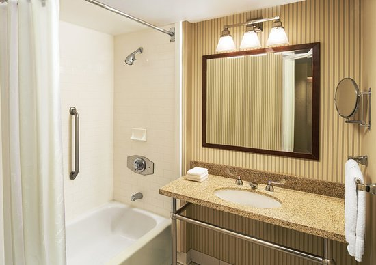 Midwest City, OK: Guest Bathroom