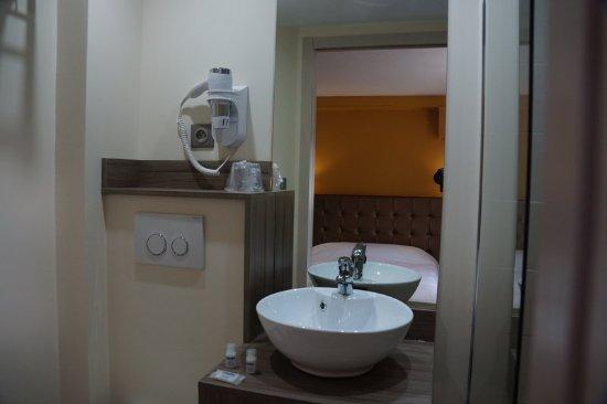 Foix, France: Bathroom