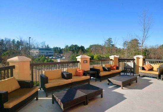 Chester, VA: Outdoor Terrace