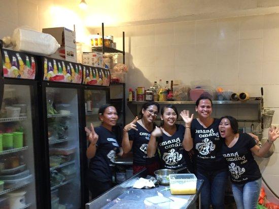 Padangbai, Indonesia: Team Kitchen.