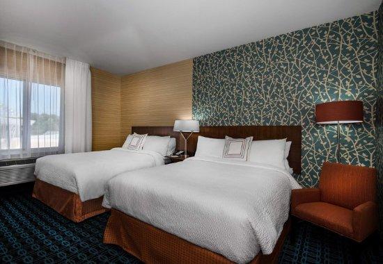 Benton, AR: Queen/Queen Guest Room Sleeping Area