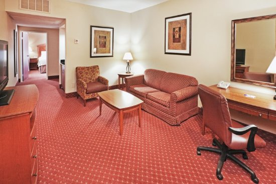 Holiday Inn Express Oklahoma City Airport - Meridian Avenue: Suite