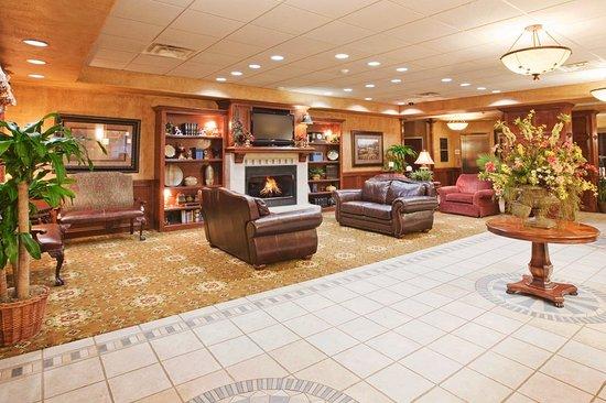 Holiday Inn Express Oklahoma City Airport - Meridian Avenue: Hotel Lobby