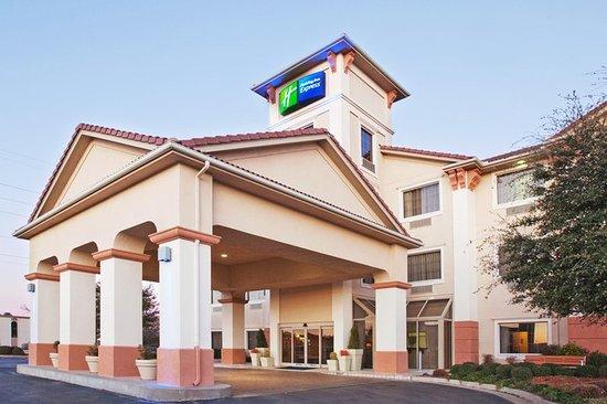 Holiday Inn Express Oklahoma City Airport - Meridian Avenue: Hotel Exterior