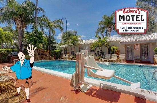 Richard's Motel: Richard Enjoys his Little Tropical Oasis, it's only 5 minutes away from everything...