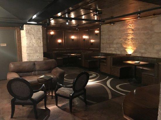 Azul Lounge: Back corner of bar.