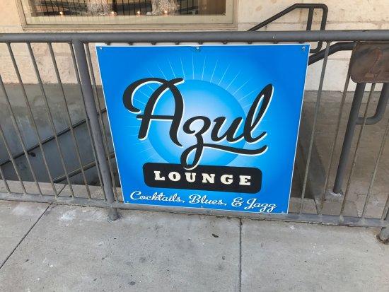 Azul Lounge: Sign on sidewalk.