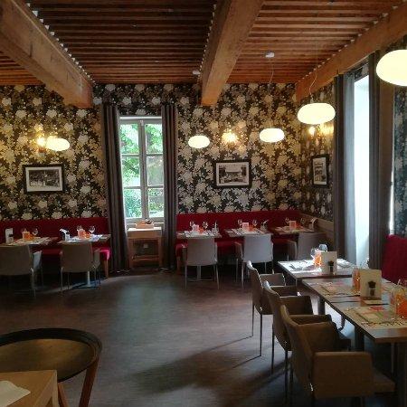 Limonest, France: Relooking du restaurant le grill du château. Réouverture Lundi