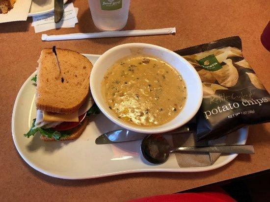 Creve Coeur, Μιζούρι: Soup and half sandwich