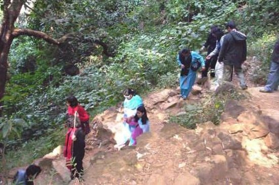 Pachmarhi, India: Undulating Rocky terrain trek to Bee Fall