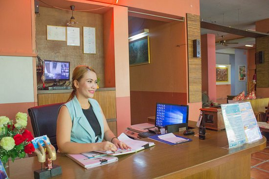 Khaosan Holiday Guest house: 24 hours receptionist.