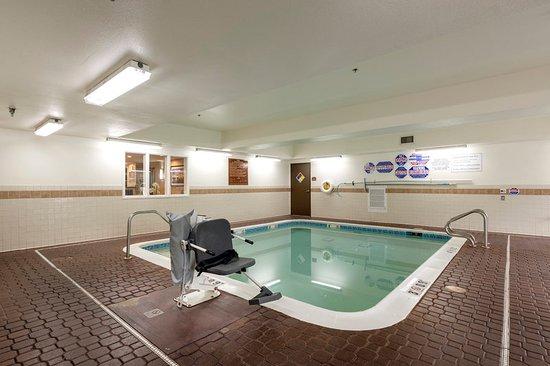 comfort inn suites sacramento university area 89. Black Bedroom Furniture Sets. Home Design Ideas