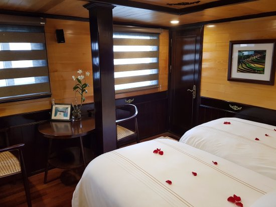 Darian Culbert: Saturn room double bed