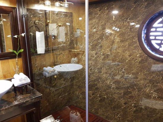 Darian Culbert: Shower booth