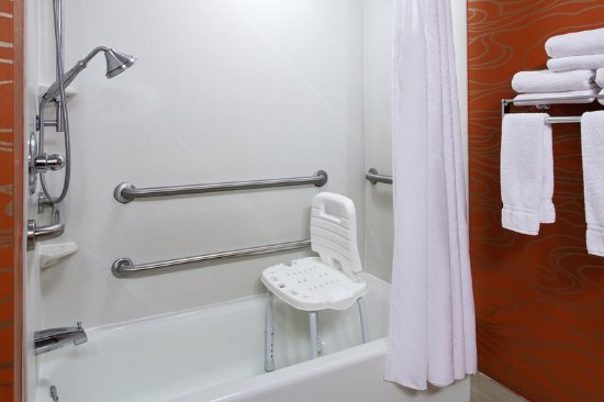 Мидлотиан, Вирджиния: Rooms with accessible tubs available in king or two queen rooms