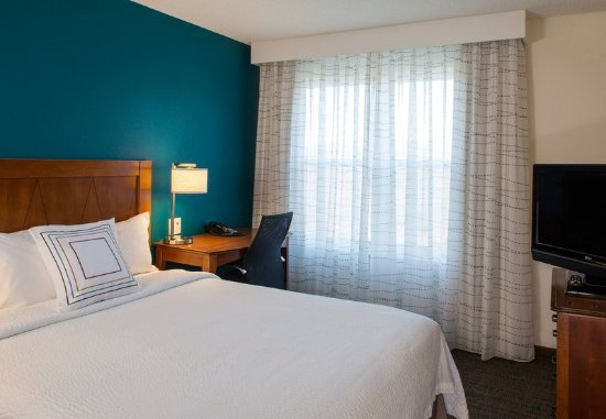 Hanover, MD: Suite Bedroom