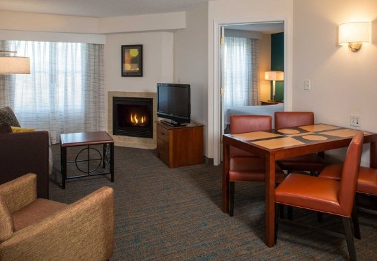 Hanover, MD: Two-Bedroom Suite Living Area