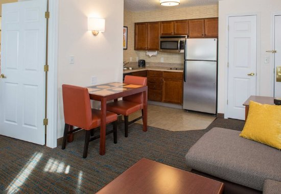 Hanover, MD: One-Bedroom Suite