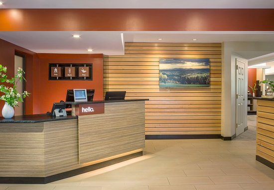 Williston, VT: TownePlace Suites Front Desk