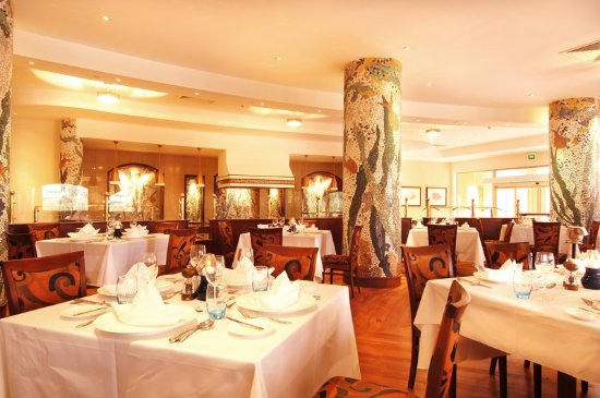 Kampala Serena Hotel: The Lakes Restaurant
