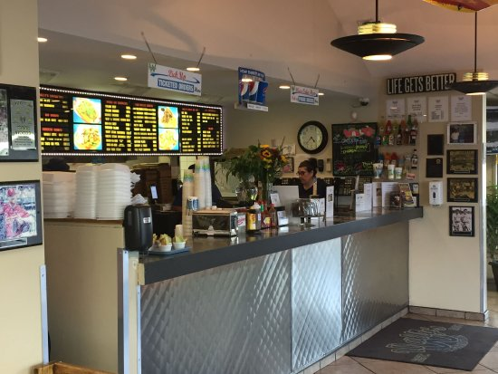 Park Ridge, IL: A typical hot dog joint counter