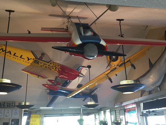 Park Ridge, IL: Model planes on the ceiling