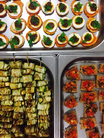Kitchen by food rebel singapur restaurant bewertungen for Canape catering singapore