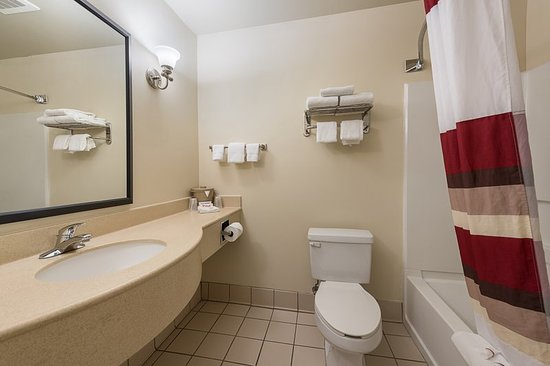 Etowah, TN: Deluxe Double Bath