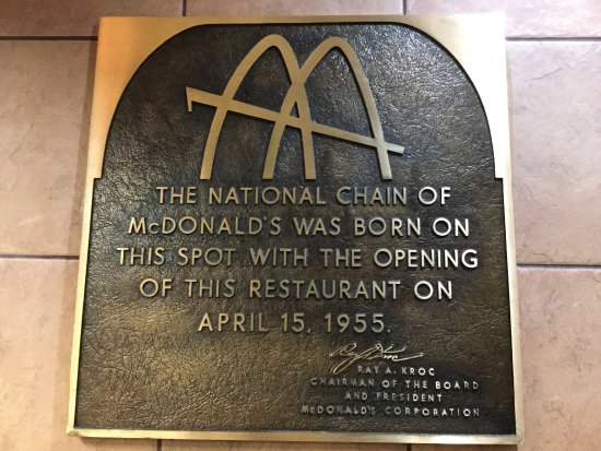 Des Plaines, IL: New McDonald's on the location of Ray Kroc's first McDonald's