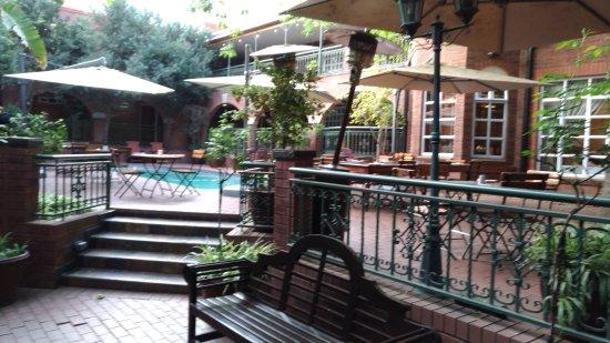 Faircity Quatermain Hotel: P_20170917_064932_vHDR_On_large.jpg