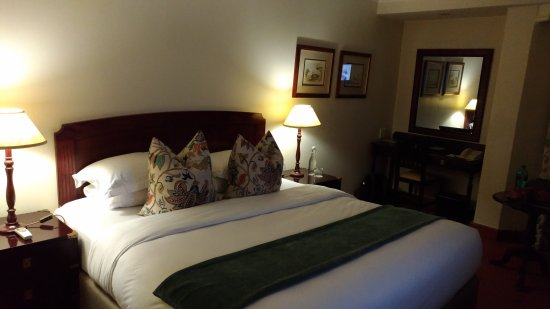 Faircity Quatermain Hotel: P_20170916_205257_vHDR_On_large.jpg