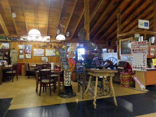 Monteagle, TN: dining area at Smoke House Restaurant
