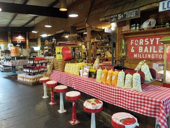 Monteagle, TN: popcorn display