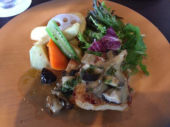 Fugan Unga Kansui Park: ランチコースのメイン料理(豚肉)