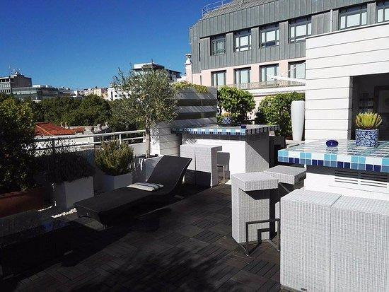 Hotel Lisboa Plaza : a teraszon igazi kényelem,, zuhannyal, kávéfőzéssel
