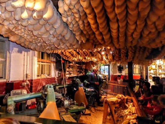 Marken, Nederland: Wooden shoe factory