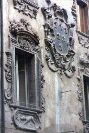 Palazzo Boveri: Decorazioni della facciata