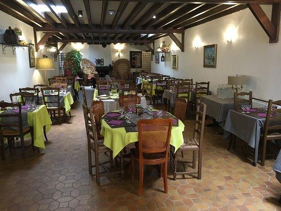 Pithiviers, Frankrike: Grande salle de restaurant pouvant également accueillir vos évènements familiaux (mariages etc..