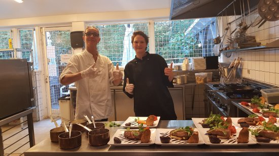 Broendby, Denmark: kokkene Majken og Majbritt