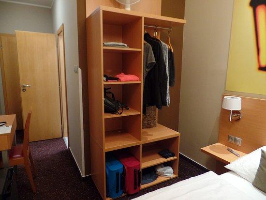 Opbergruimte slaapkamer - Picture of Hotel Adler, Prague - TripAdvisor