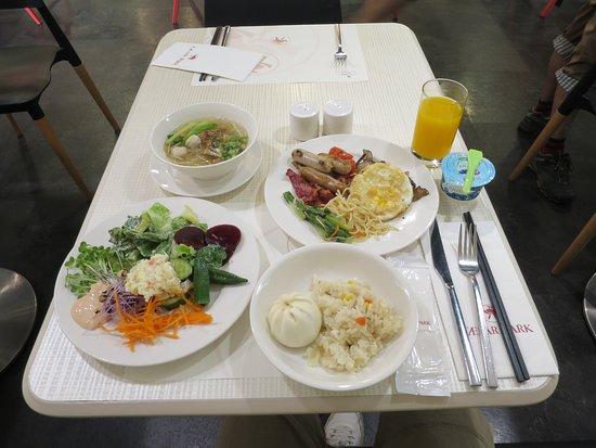 シーザーパーク ホテル台北(台北凱撒大飯店), 1泊目の私の食べた朝食バイキング