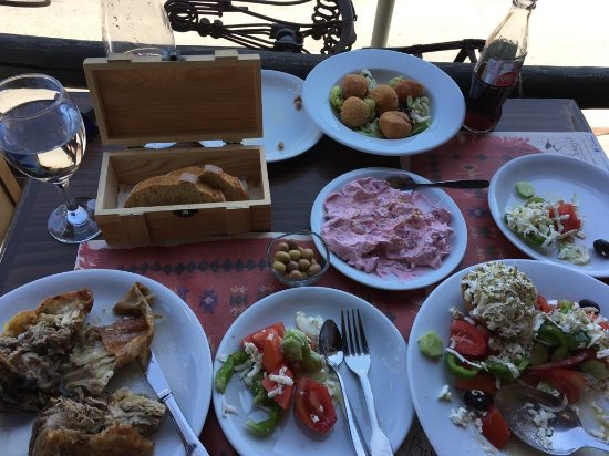 Lasithi Prefecture, Greece: Lamb, bread, cheeseballs, beetroot salade, Greek salade. Everything tasted so amazing!