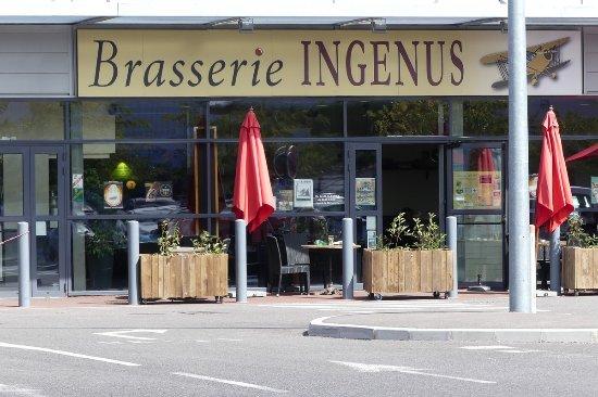 Ile-de-France, France: Vue estérieure de la brasserie